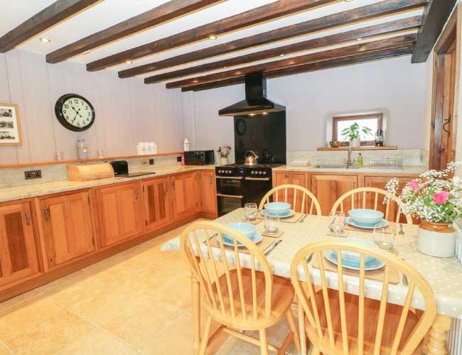 highfields-barn-kitchen