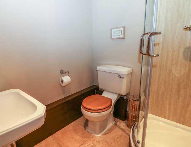 highfields-barn-shower-room