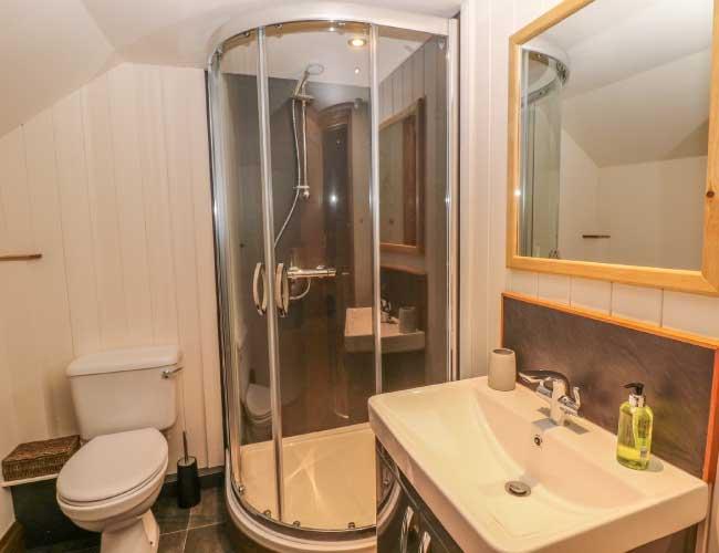 upper-floor-shower-room